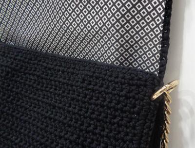a696de3f9f Χειροποίητη τσάντα σχέδιο Bubble με νήμα βαμβάκι και πολυπροπυλένιο. Την  τσάντα συνοδεύουν μεταλλική αλυσίδα και κρίκοι με μηχανισμό σε ανοικτό  χρυσό χρώμα.