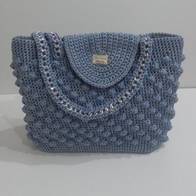 cfc73cd712 Χειροποίητη τσάντα σχέδιο Bubble. Η τσάντα έχει πλεκτό καπάκι και πλεγμένη  αλυσίδα για χερούλια.